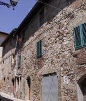 Foto A: una vista dell'edificio rilevato